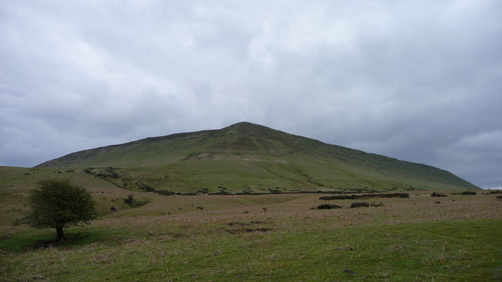Pen-y-Beacon (Cist) by thesweetcheat